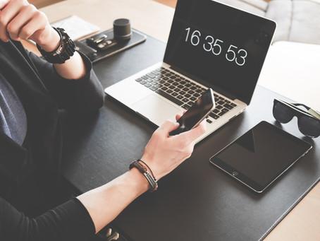 Zit je 24/7 aan beeldschermen vastgekleefd? Met deze 7 tips verminder je je schermtijd