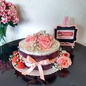Bolo frutas e flores com laço
