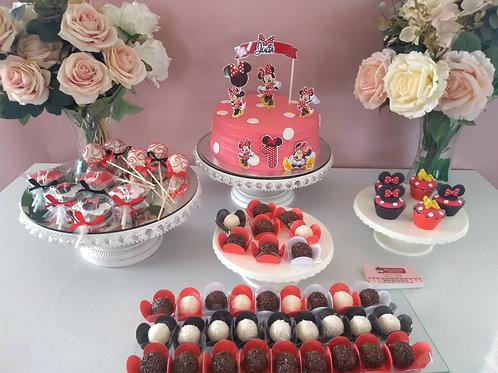 Combo 3 - 2Kg Bolo decorado, 5 Pirulitos, 5 Cupcake Mini, 35 Doces e 5 PopCake
