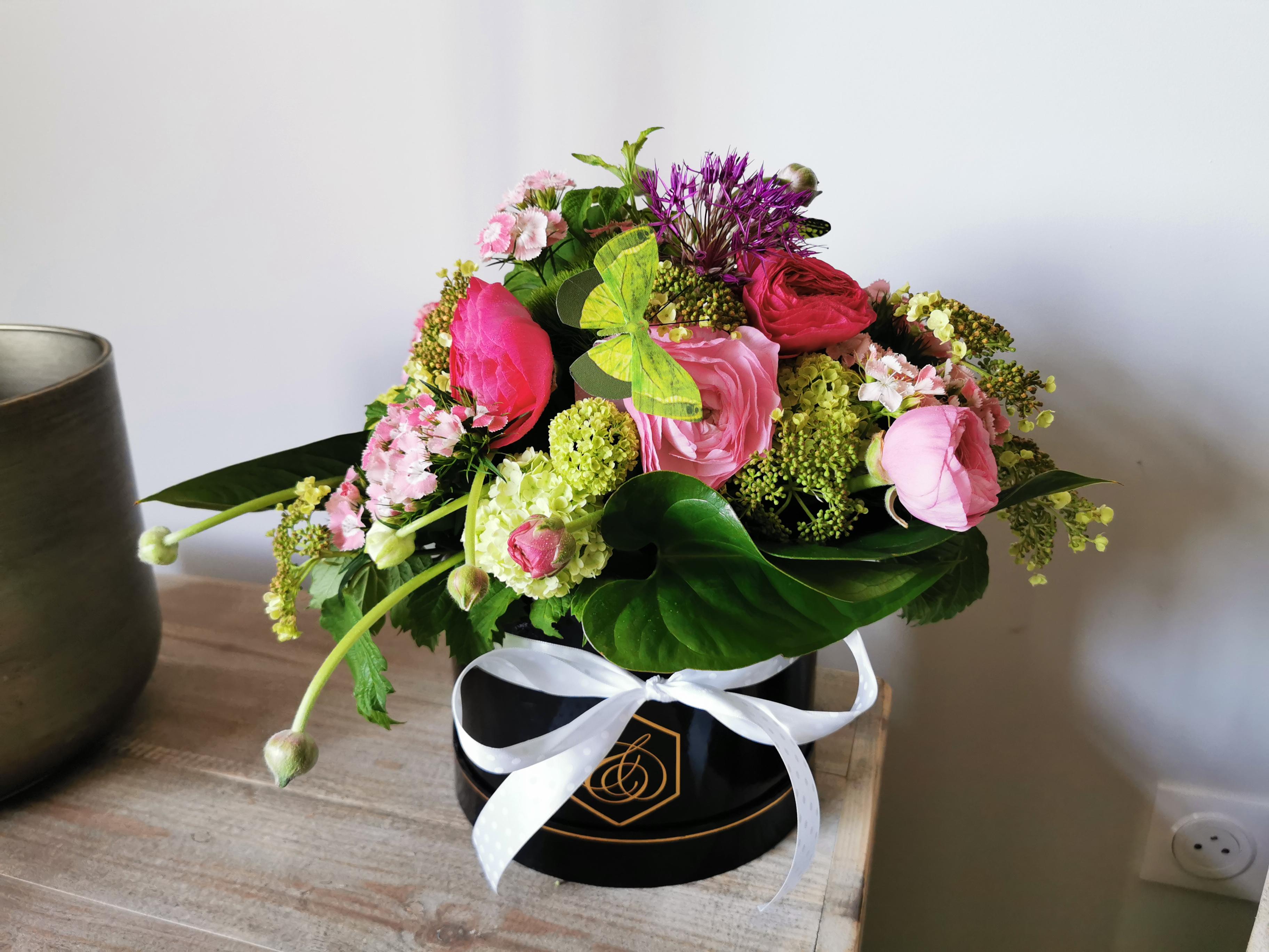 La boite à chapeau fleurie