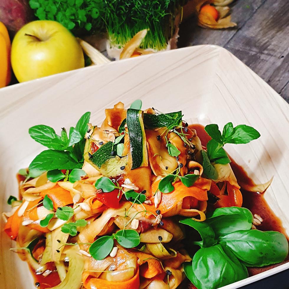 Asiatischer Gemüse Tagiatelle Salat
