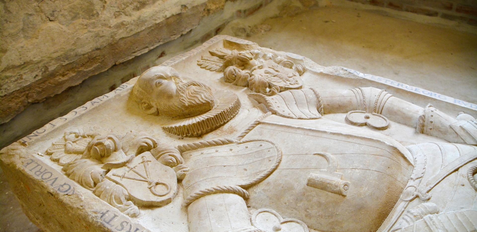 Historische Grabplatten in der Stadtkirche