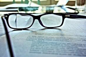 glasses-983947_640.jpg