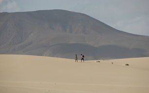 landscape-sand-walking-people-hiking-des
