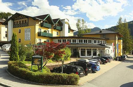 Family Hotel Alpina.jpg