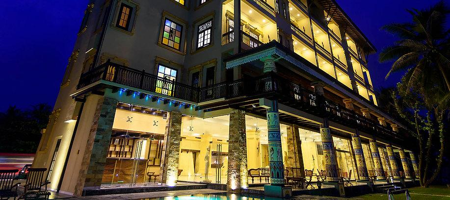 Kabalana-Night-Exterior-Poolside-1920.jp