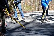 teens-volunteering-at-a-national-park-do