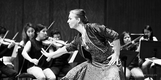 Nina Corti 2019 in Hongkong mit City Chamber Orchestra of Hong Kong