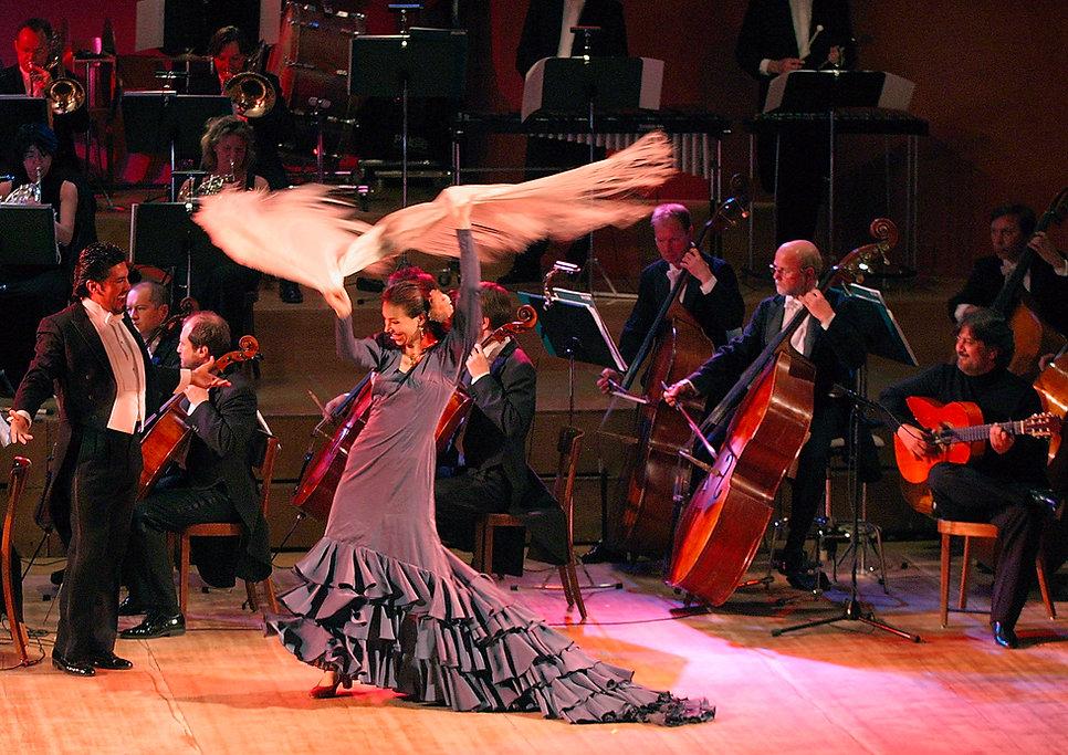 Nina Corti mit Tenor Hector Sandoval und Gitarrist Pepe Justicia, 2004 Basel