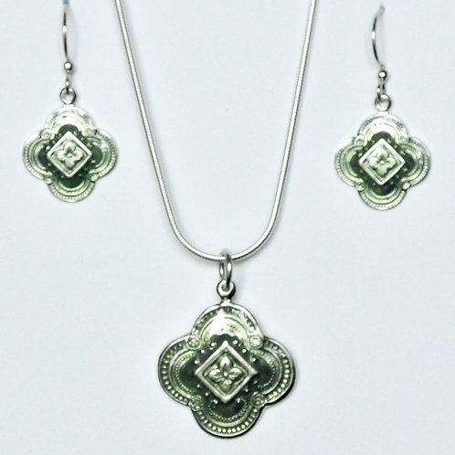 Quatrefoil Necklace and Earrings Set