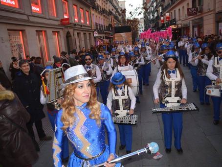"""Las comparsas de Torrevieja con """"Los Salerosos"""" acaparan la atención del desfile provincial en Madri"""