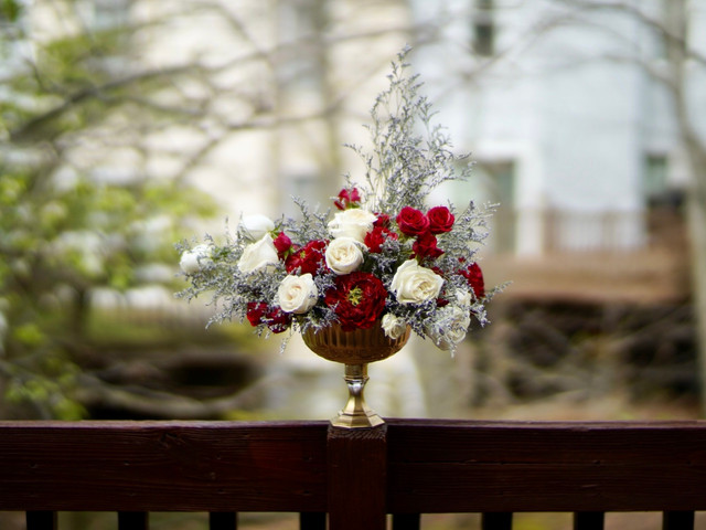 Centerpiece in a gold compote