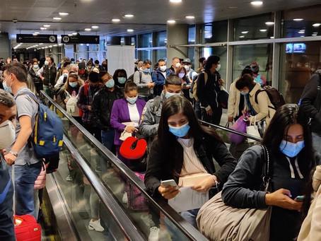 En Contravía: la aglomeración en el aeropuerto El Dorado