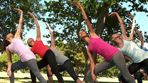 yoga parco.jpg