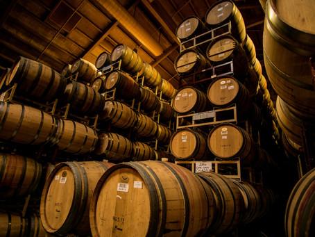 Weinfässer und Lagerhaltung