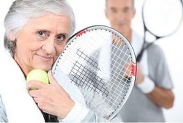 couple-tennis-jouer-personnes-agées-imag