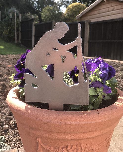 Kneeling soldier Garden spike