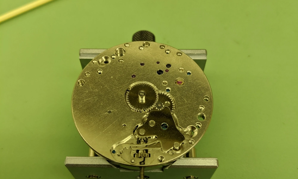 Dial Side Exposed