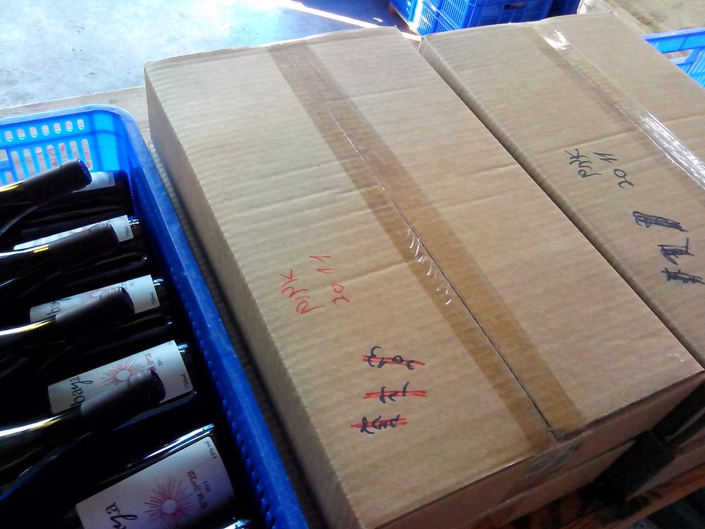 שימוש חוזר בארגזי יין.jpg