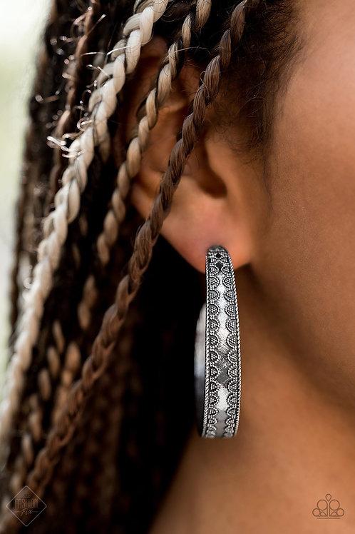 Textured Treasure - Silver  - Paparazzi