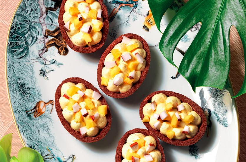 Gusci di frolla con ananas e salsa alla vaniglia