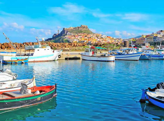 Cinque total look per cinque sfumature di Sardegna