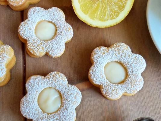 I biscotti della delicatezza: Fiori di frolla al limone