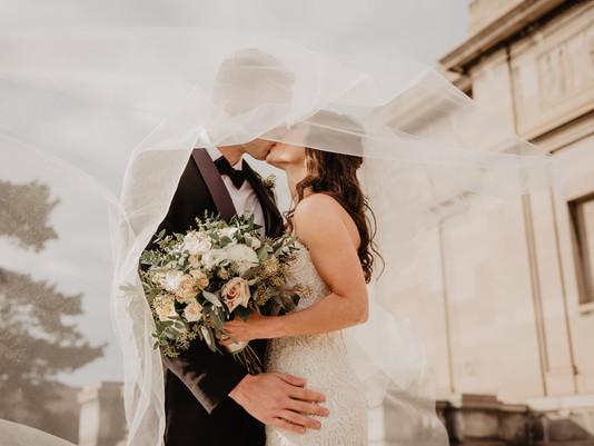Moda sposa 2021: romanticismo Vs minimal chic