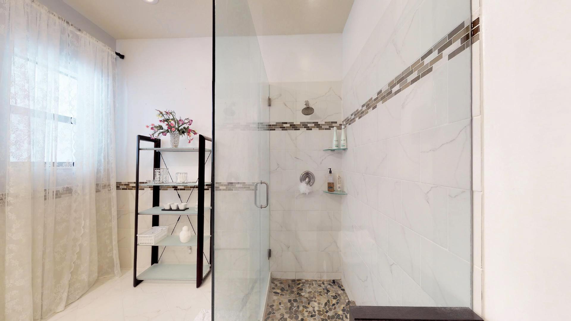 Master Bath (5)