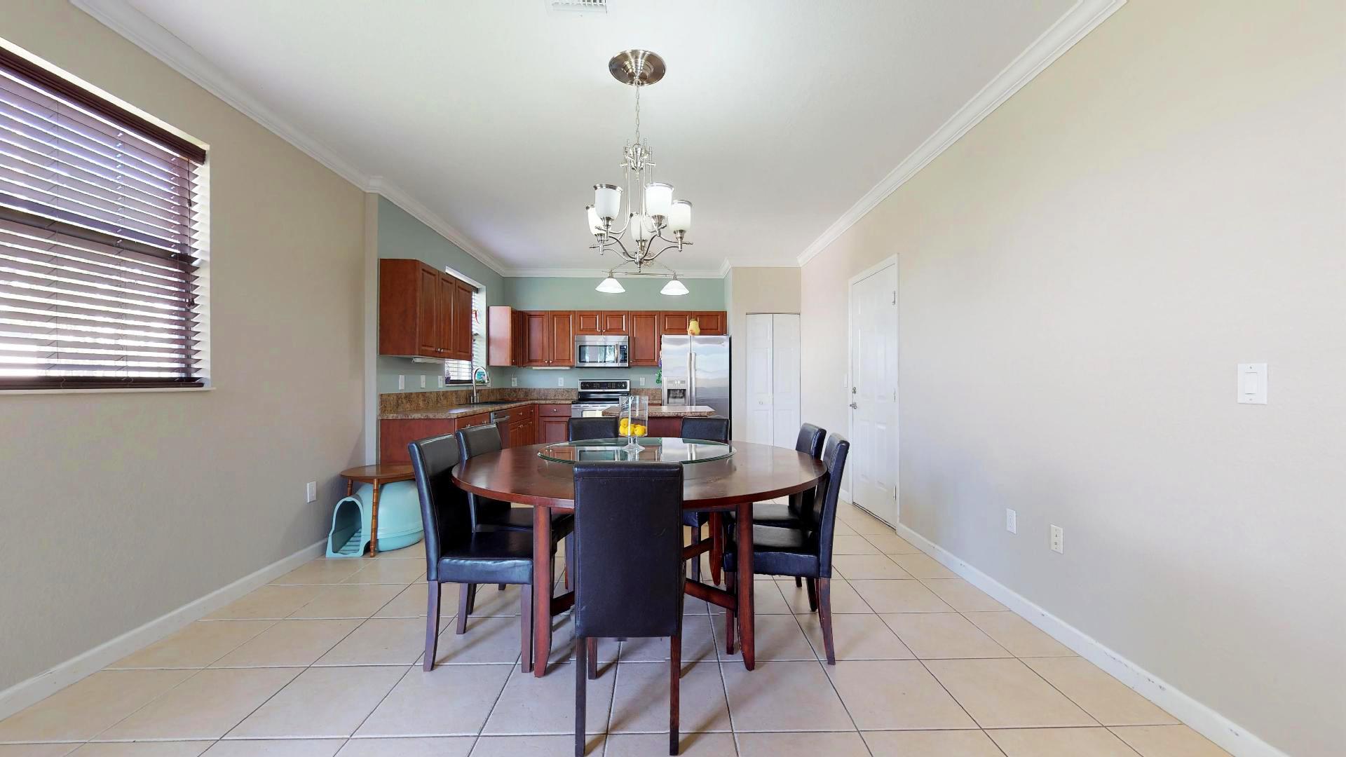 Kitchen&Breakfast area (3)