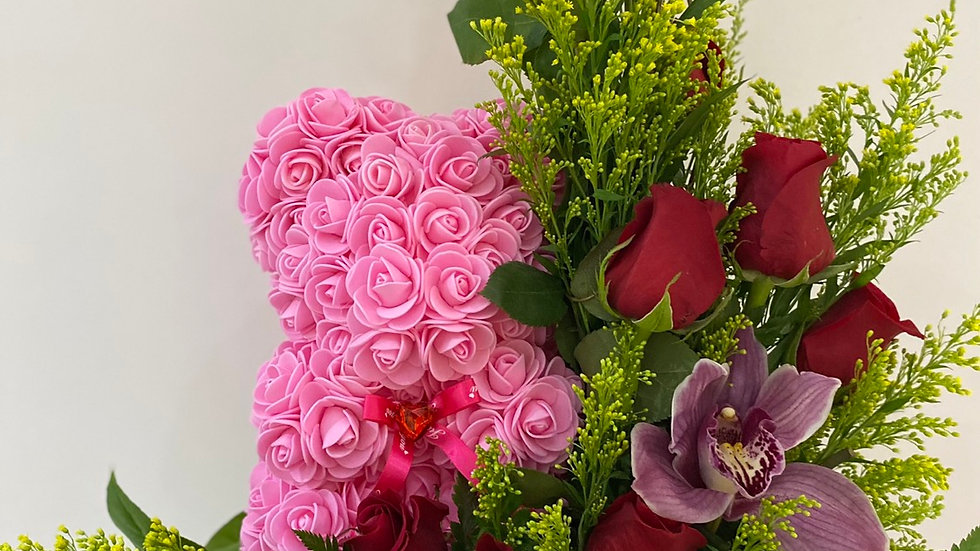 Oso en rosas