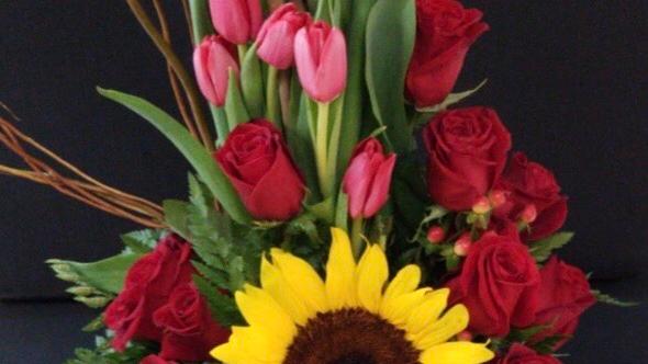 Rosas, tulipanes y girasoles
