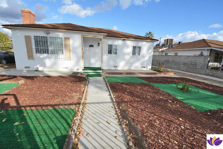 8048 Rhodes Ave North Hollywood, CA 91605