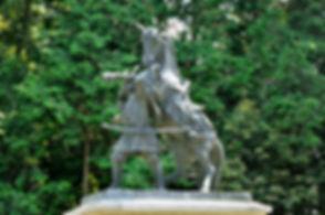 重忠銅像R.jpg