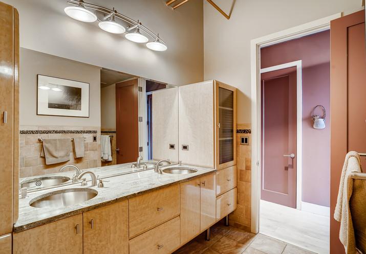 49 Bathroom.jpg