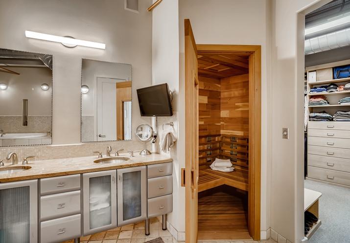 39 Primary Bathroom.jpg