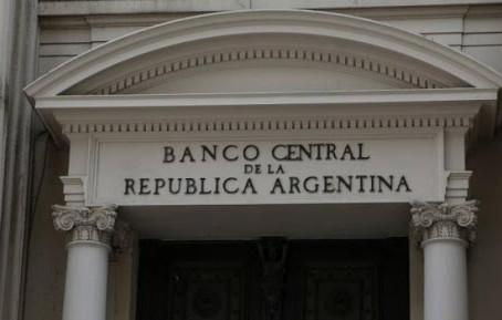 EXIGENCIA DEL CARÁCTER GENUINO DE LA OPERACION DE CAMBIO Y EL REGIMEN PENAL CAMBIARIO