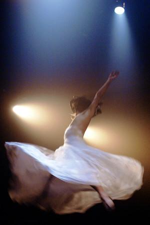 """La Divina"". Performance de Biño Sautzvy (França). Sala Álvaro Moreira. Porto Alegre. 2008. Foto (Biño Sautzvy): Júlio Appel"