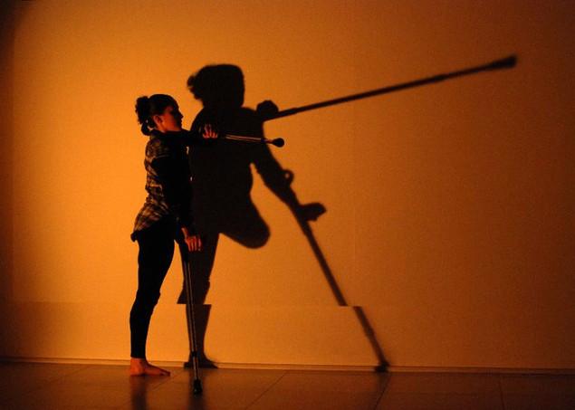 """Perspectivas"". Performance em dança. Galeria Virgílio CCMQ. Porto Alegre. 2010."