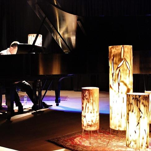 Concerto do pianista Benito Crivellaro. Design Cênico: Cláudia de Bem. Teatro do Instituto Cultural Brasileiro. Porto Alegre. 2013