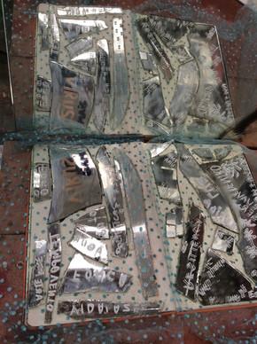 """""""Lago de Palavra Refletidas"""". Instalação realizada com o artista plástico Bukuritós Aruanda. UAP - Residence. Cotia. São Paulo. 2018. Foto: Cláudia de Bem"""