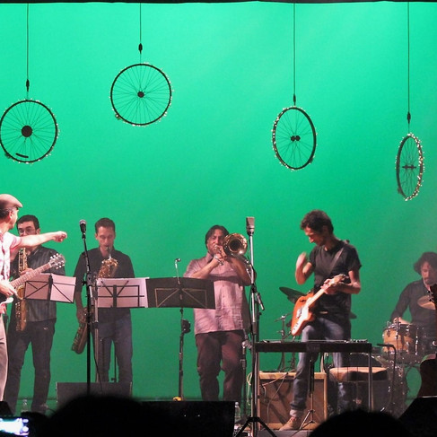Show de lançamento do cd da banda Pata de Elefante. Design Cênico: Cláudia de Bem. Teatro São Pedro. Porto Alegre. 2013. Foto: Cláudia de Bem