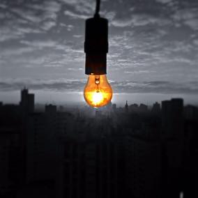 """""""Lâmpada de Sol"""". Instalação. Cláudia de Bem. São Paulo. 2017. Foto: Cláudia de Bem"""