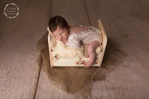 Photographe professionnelle -Pays de la loire- séance photo naissance en studio