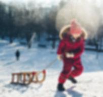 Kinderfotografie im Winter, Schlittenfahren in Münchner Westpark