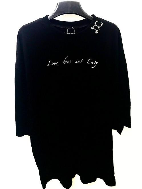 Oversized Love Does Not Envy Black Tee