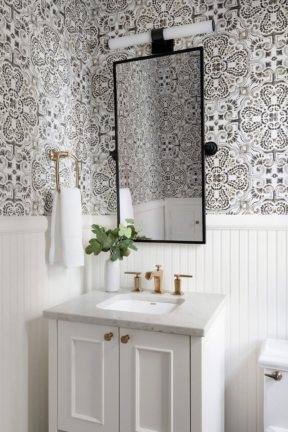 10 ways to add character to your home, add texture in small spaces such as wallpaper.