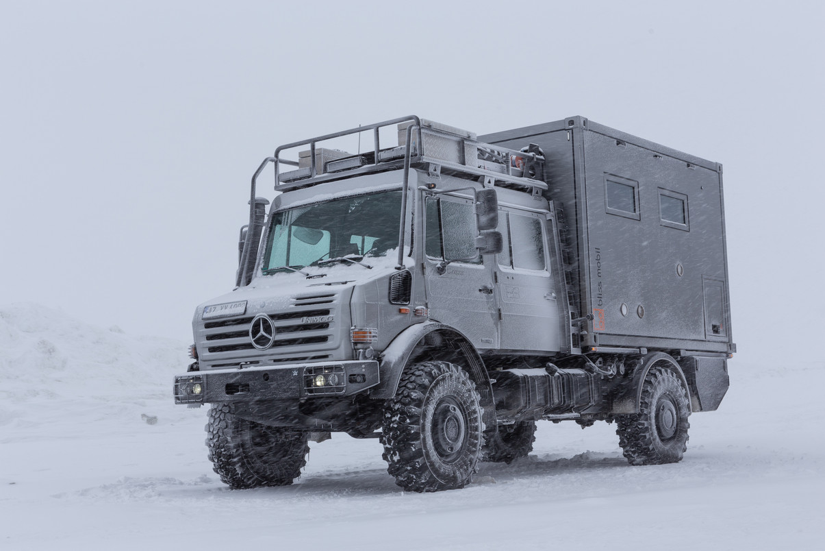 Mercedes Unimog U4000 with a Bliss Mobil.jpg
