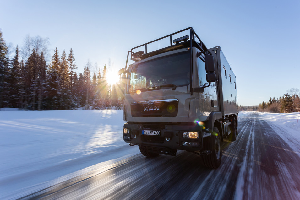 MAN Truck with a Bliss Mobil - Sweden.jp