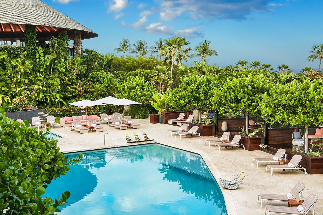 hotel-wailea-pool-cabanas.jpg